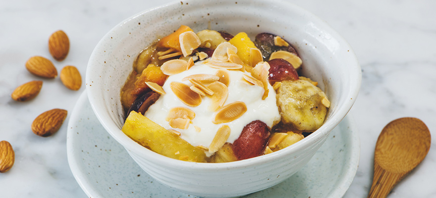 Caramelised fruit with almond and yoghurt