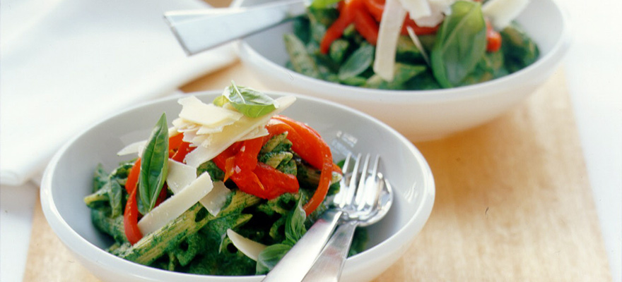 Spinach and roast capsicum pasta