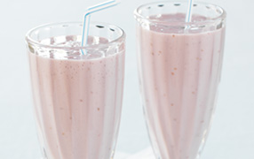 Vanilla, berry and ginger smoothie